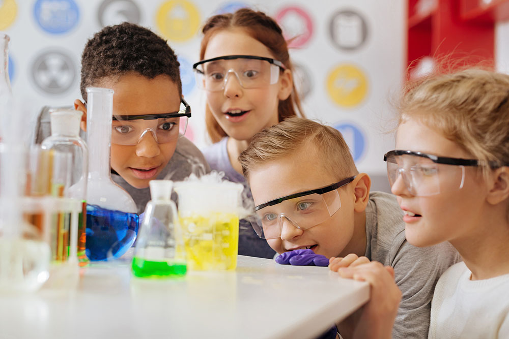 Children learning experiments at a preschool & childcare center Serving Erie, CO & Kansas City, KS